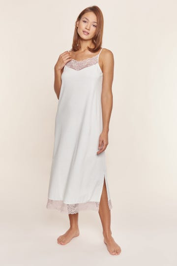 Trägerkleid mit feinen Spitzendetails Maxilänge Pastellfarben romantisch Baumwolle
